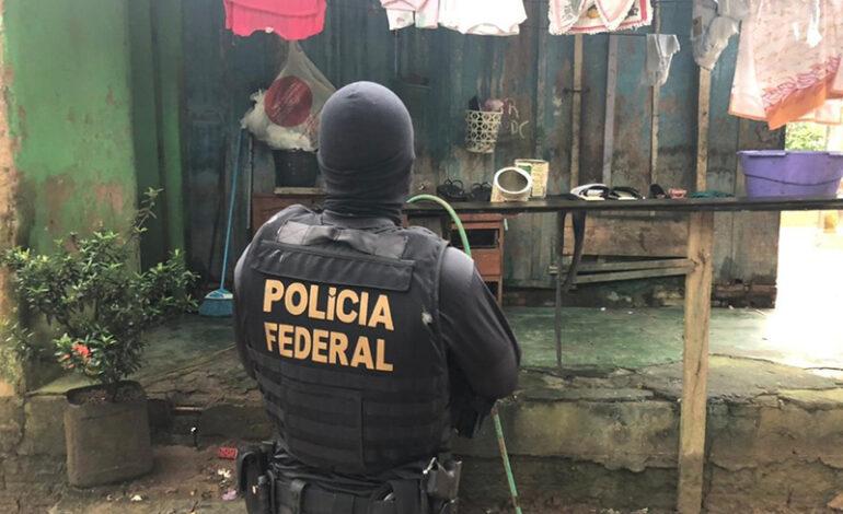 PF CUMPRE MANDADOS CONTRA QUADRILHA QUE FABRICA DINHEIRO FALSO E VENDE DROGAS EM JI-PARANÁ
