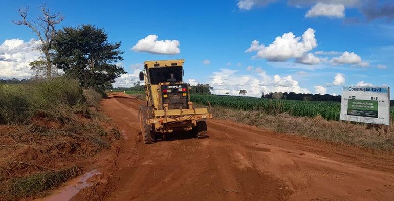 Prefeitura de Pimenteiras realiza recuperação de estradas vicinais da Linha 8 e Linha 7