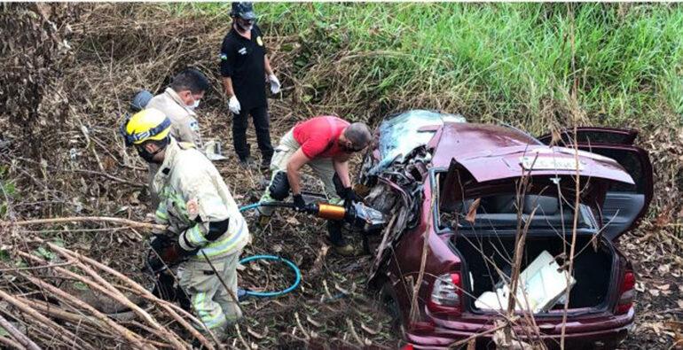 URGENTE: Viatura da Força Nacional faz ultrapassagem em local proibido e colide contra carro matando motorista na BR 364
