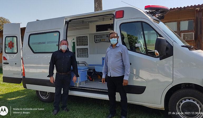 Vereador Elói Ronsani participa da entrega de uma ambulância Semi UTI, veículo foi comprado com recursos economizados pela Câmara de Vereadores