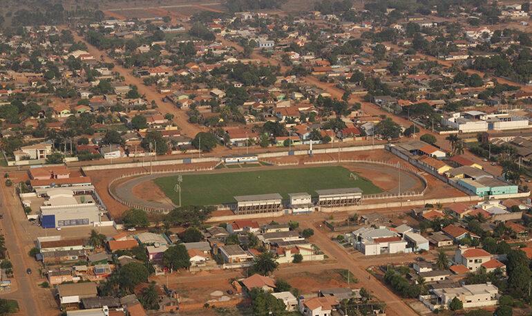 Exclusivo: Ladrões furtam toda fiação subterrânea e disjuntores do estádio de Cerejeiras