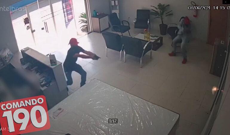 Comerciante reage à assalto e fere dois bandidos em Ji-Paraná; Veja o vídeo e fotos