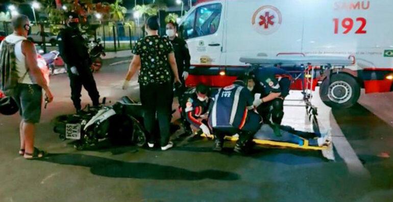 GRAVE: Carro avança preferencial e causa acidente com moto deixando motociclista com lesão na cabeça