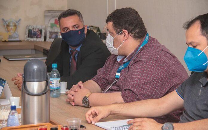 Prefeito Adailton Fúria recebe técnicos da UBATEC em seu Gabinete para tratar de normatização técnica entre conselhos profissionais