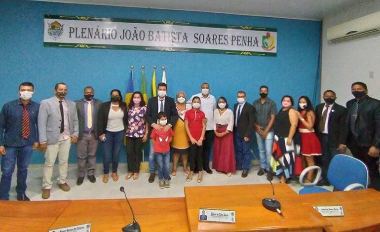 Presidente da Câmara de Pimenteiras Rafael Souza dá nome ao Plenário em homenagem ao ex-vereador João Batista Soares Penha