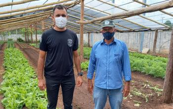 Presidente do Sindicato Rural de Cerejeiras visita projeto de horta em cadeia pública do município