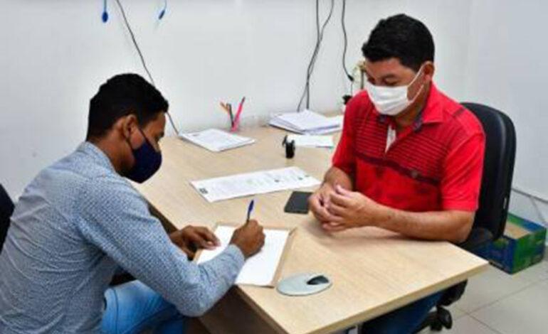 Secretaria de Saúde entrega a primeira carteira de identificação de pessoa com fibromialgia; saiba como obter